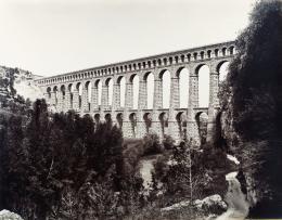 Édouard Baldus: Roquefavour. Albuminabzug, aus dem Album: Chemins de fer de Paris à Lyon et à la Méditerranée, 1861–1863