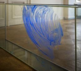 Thea Djordjadze *1971 Untitled , 2019 Glass, paint 75 x 180 x 26cm © 2019, ProLitteris, Zurich Courtesy Sprüth Magers Photo: Angela Mewes
