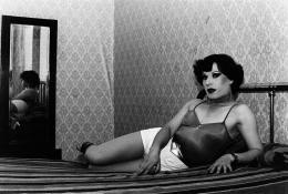 """Paz Errázuriz, """"Evelyn I"""", 1987, Aus der Serie """"La manzana de Adán"""" (Adamsapfel), Silbergelatineabzug auf Barytpapier, 30.6 x 43 cm, Courtesy: Daros Latinamerica Collection, Zürich © 2020, ProLitteris, Zürich"""
