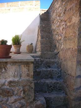 Die Treppe führt auf die Dachterrasse (© M PS)