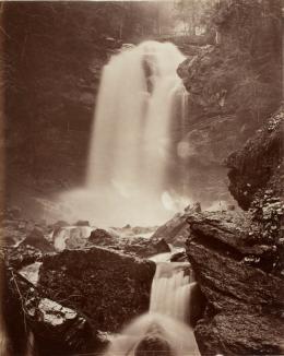 Adolphe Braun: Griesbach-Wasserfall bei Brienz, um 1875. Albuminpapier; Münchner Stadtmuseum, Sammlung Fotografie