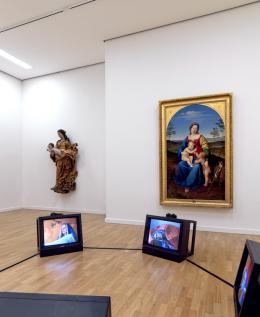 Renée Stieger, … Eine Frau, 2003 vor: Anton Psenner (1791 – 1866), Maria mit Jesus und Johannes dem Täufer, 1821, Öl auf Leinwand (c) Foto: Günter Richard Wett