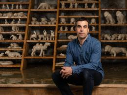 Christian Kosmas Mayer in seiner Ausstellung Aeviternity im mumok Museum moderner Kunst Stiftung Ludwig Wien, 2019. Photo: Klaus Pichler; © mumok