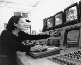 Nil Yalter, um 1988; Foto: Archiv der Künstlerin