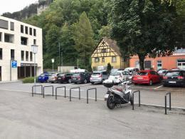 Enttäuschend: Der Jahnplatz ist ein Parkplatz (© M PS)