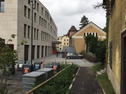 Unauffindbar: Die Jahn-Turnhalle hinter Müllcontainern (© M PS)