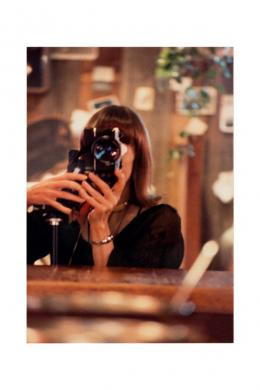Anne Collier: aus der Serie Women With Cameras (Anonymous), 2016. © Anne Collier Courtesy of the artist; Anton Kern Gallery, New York; Galerie Neu, Berlin; and The Modern Institute/Toby Webster Ltd., Glasgow