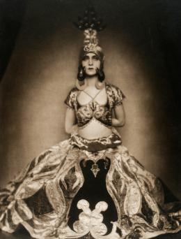 Ruth St. Denis, Wien, um 1907/08, Foto: Madame d'Ora,  Theatermuseum © KHM-Museumsverband