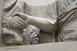 12997-12997symbolischegesteglassu.merulahandinhandrheinischeslandesmuseumtrier.jpg