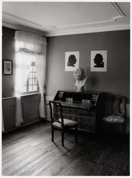 Barbara Klemm Goethes Arbeitszimmer, 2013 Schwarz-Weiß-Fotografie auf Barytpapier 40 x 30 cm   © Foto Barbara Klemm