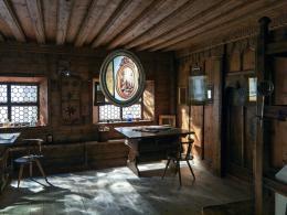 Die Stuben des Volkskunstmuseums sind Ort und Teil der Installationen von Carmen Brucic.  © Günter Richard Wett, 2019