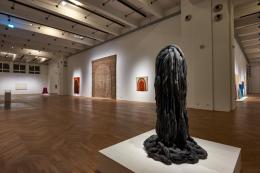 MAK-Ausstellungsansicht, Menhir, 1998-2004, MAK-Ausstellungshalle  © MAK/Georg Mayer