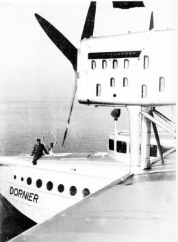 16757-16757diedoxgingalsmeilensteinindieluftfahrtgeschichteeinalsgroesstesflugschiffseinerzeit.jpg