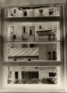 Aenne Biermann: Blick aus meinem Atelierfenster, 1929. Silbergelatine-Abzug, 23,6 x 17,3 cm; Foto: Sibylle Forster. Stiftung Ann und Jürgen Wilde, Pinakothek der Moderne, München