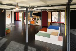 """Pavillon Le Corbusier, Ausstellung """"Le Corbusier und die Farbe"""", Installation mit Pigmenten der ersten Salubrareihe von 1932, Foto: Umberto Romito und Ivan Suta, 2021, Museum für Gestaltung Zürich / ZHdK"""