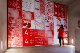 Ausstellungsansicht: ... von Brot, Wein, Autos, Sicherheit und Frieden, Kunsthalle Wien 2020, Foto: Jorit Aust: Marina Naprushkina, red moabit, 2013–2019, Courtesy die Künstlerin
