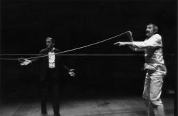 Tadeusz Kantor (li.), Aufführung von Où sont les neiges d´antan in Paris, 1982, Cricoteka (c) Maria Kantor & Dorota Krakowska / Tadeus Kantor Foundation, Foto: Jacquie Bablet