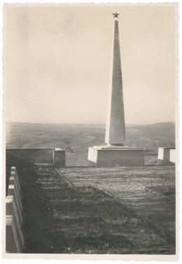 Roland Rainer: Heldenfriedhof der Roten Armee, Hollabrunn, 1945, Eingangsbereich (c) Architekturzentrum Wien, Sammlung, Nachlass Roland Rainer