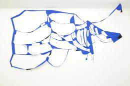 Marion Baruch, Cloud-Chapeau volant, 2017 Stoff, 175 × 286 cm, Ausstellungsansicht Galerie Anne-Sarah Bénichou, Paris, Courtesy of the artist and Galerie Anne-Sarah Bénichou, Paris