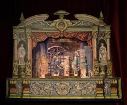 """Papiertheater zur Aufführung der Oper """"Fidelio"""" von Ludwig van Beethoven; Papier, Holz. © Peter Schauerte-Lüke/Burgtheater"""