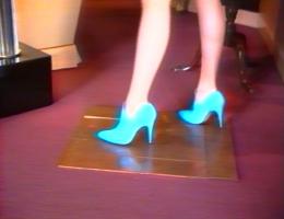 Sylvie Fleury, Walking on Carl Andre, 1997 (Videostill)