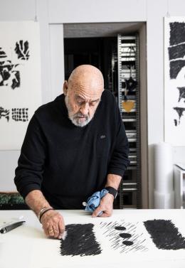 Aljoscha Ségard in seinem Atelier, 2020, Foto: Monika Flückiger