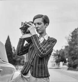 Unbekannt, Porträt von Annemarie Schwarzenbach mit Kamera, 1939 © Esther Gambaro, Nachlass Marie-Luise Bodmer-Preiswerk