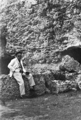 Paul Klee, in der Latomia del Paradiso, Syrakus, 1931, (Ausschnitt), Fotograf: Lily Klee Zentrum Paul Klee, Schenkung Familie Klee