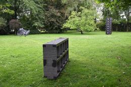 Blick in den neuen Skulpturenpark beim Restaurant Guth in Lauterach (© Karlheinz Pichler)
