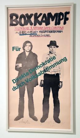 Joseph Beuys: Beuys boxt für die direkte Demokratie (Offset auf Zeitungspapier, 1972)