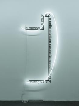 Brigitte Kowanz, »Le message codé de cette ecriture cause le constitution de sa forme«, 1986/2009, Neon, Aluminium, Lack | Ex. 2/3 | 200 x 102 x 12 cm | Foto: Günter König