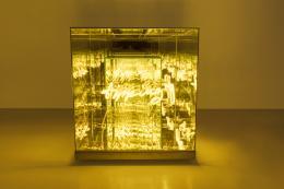 Brigitte Kowanz, Tipping Point, 2018, Neon, Spiegel, Ex. 3/3, 60 x 60 x 60 cm Foto: Studio Kowanz, courtesy of the artist and Häusler Contemporary München | Zürich