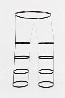 Karl-Heinz Ströhle, Ohne Titel 2007, Federstahl, 190 x 100 x 90 cm © Michael Goldgruber