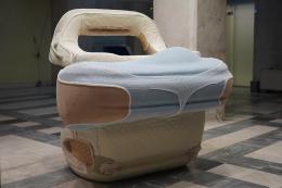 Anna Uddenberg: Dom Depot, 2018 [Installation view: Athens Biennale 2018, October 26–December 9, 2018]. Aquaresin, styrofoam, utherithain foam, fiberglass, pleather, carpet, vinyl foam, vinyl fabric, car interiors, 160 x 143 x 166 cm; Courtesy the artist; Kraupa-Tuskany Zeidler, Berlin. © Photo: Nysos Vasilopoulos