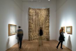Eva Jospin: Forêt Courbe 2, 2018, Karton, Holz, H 290 cm, Foto: Atelier Eva Jospin, Paris, © VG Bild-Kunst, Bonn 2019