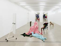Alexandra Bircken, Freude, 2019, Ausstellungsansicht Secession 2019, Courtesy of the artist, BQ, Berlin & Herald St., London, Foto: Sophie Thun
