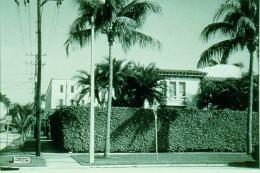 Tom Burr aus: Palm Beach Views, [Ansichten von Palm Beach], 1999 8 Schwarz-Weiß-Fotografien Je 35 x 43 cm Schenkung an die Kunststiftung im Museum Ludwig, Köln von Alexander Schröder, 2018 © Tom Burr
