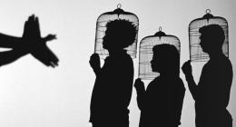 "Javier Téllez, ""Shadow Play"", 2014. Filminstallation, 35mm Filmprojektion, 10:56 Min, Filmstill; Courtesy: der Künstler & Galerie Peter Kilchmann"