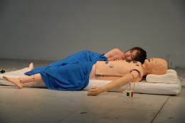 Geumhyung Jeong, Performanceansicht, CPR Practice, 2013. Foto: ZTS/Christian Altorfer