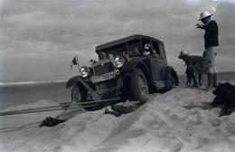Im Auto durch zwei Welten (Clärenore Stinnes/Carl-Axel Söderström, D 1931)