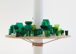 Dominic Michel, Mob Mob Mob Mob Mob, 2019. Holz, Öl auf Glas; Installationsansicht, Fri Art, Kunsthalle Fribourg. © Dominic Michel, Foto: Guillaume Baeriswyl