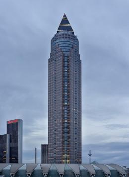 Von Helmut Jahn entworfen: Messeturm in Frankfurt (© Norbert Nagel/ CC BY-SA 3.0)