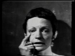 """Joan Jonas, Left Side, Right Side, 1972 1-Kanal-Video, s/w, Ton; erworben als U-matic, NTSC, 4:3, 8'50"""" Kunsthaus Zürich, © Joan Jonas"""