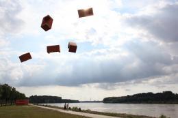 Josef Trattner, flying sofas, Hainburg 2016 Pigmentdruck auf Bütte 160 x 120 cm © Josef Trattner