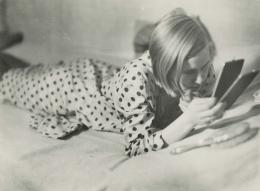 Marianne Breslauer (1909-2001): Freizeit eines arbeitenden Mädchens, Berlin 1933. Silbergelatine Abzug; Fotostiftung Schweiz, Inv-Nr. GoeV.1999.01. © Marianne Breslauer, Fotostiftung Schweiz
