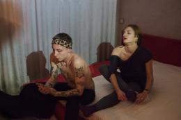 Thomas Zielony, Apartment, 2017, aus der Serie Maskirovka; (c) Tobias Zielony. Mit freundlicher Genehmigung von Tobias Zielony und KOW, Berlin