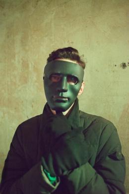 Thomas Zielony, Mask, 2017, aus der Serie Maskirovka; (c) Tobias Zielony. Mit freundlicher Genehmigung von Tobias Zielony und KOW, Berlin