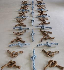 Kunst: Knoteninstallation von Herbert Meusburger (© Karlheinz Pichler)