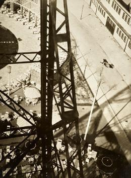 László Moholy-Nagy Funkturm, Berlin, um 1928 Radio Tower, Berlin Bromsilbergelatineabzug, 23,6 x 17,5 cm Museum Folkwang, Essen