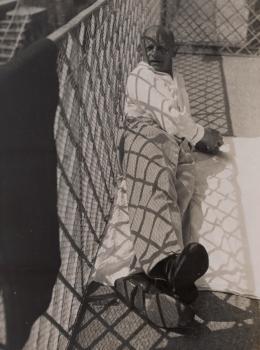 László Moholy-Nagy (1895–1946): Oskar Schlemmer in Ascona, 1926/27. Silbergelatinepapier, 23,5 x 17,5 cm; Berlinische Galerie – Museum für Moderne Kunst, Public Domain. Foto: Anja Elisabeth Witte